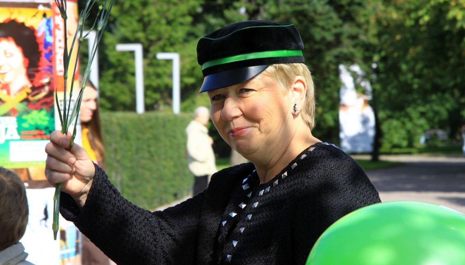 Pärnumaa Kutsehariduskeskuse direktor Riina Müürsepp hoiab kooli värve au sees ja kinnitab, et Tihemetsa Voltveti keskus jääb ka edaspidi oluliseks metsahariduse jagajaks.