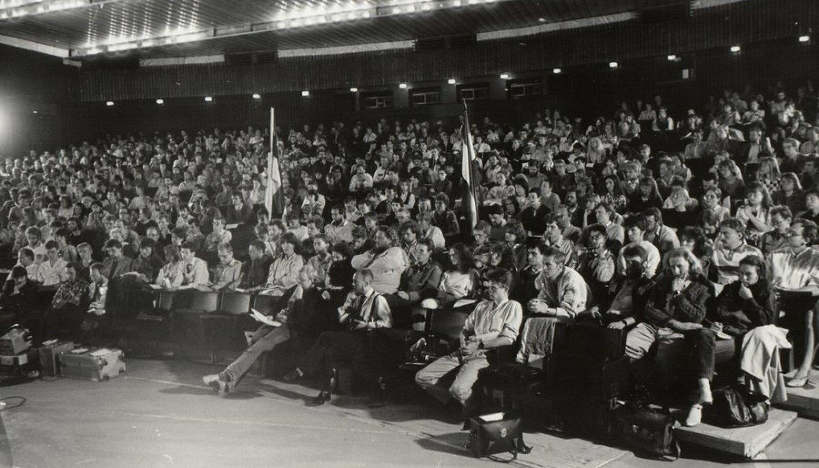 Esimene Sõltumatu Noortefoorum kinos Kosmos 4. juunil 1988. Foto: erakogu