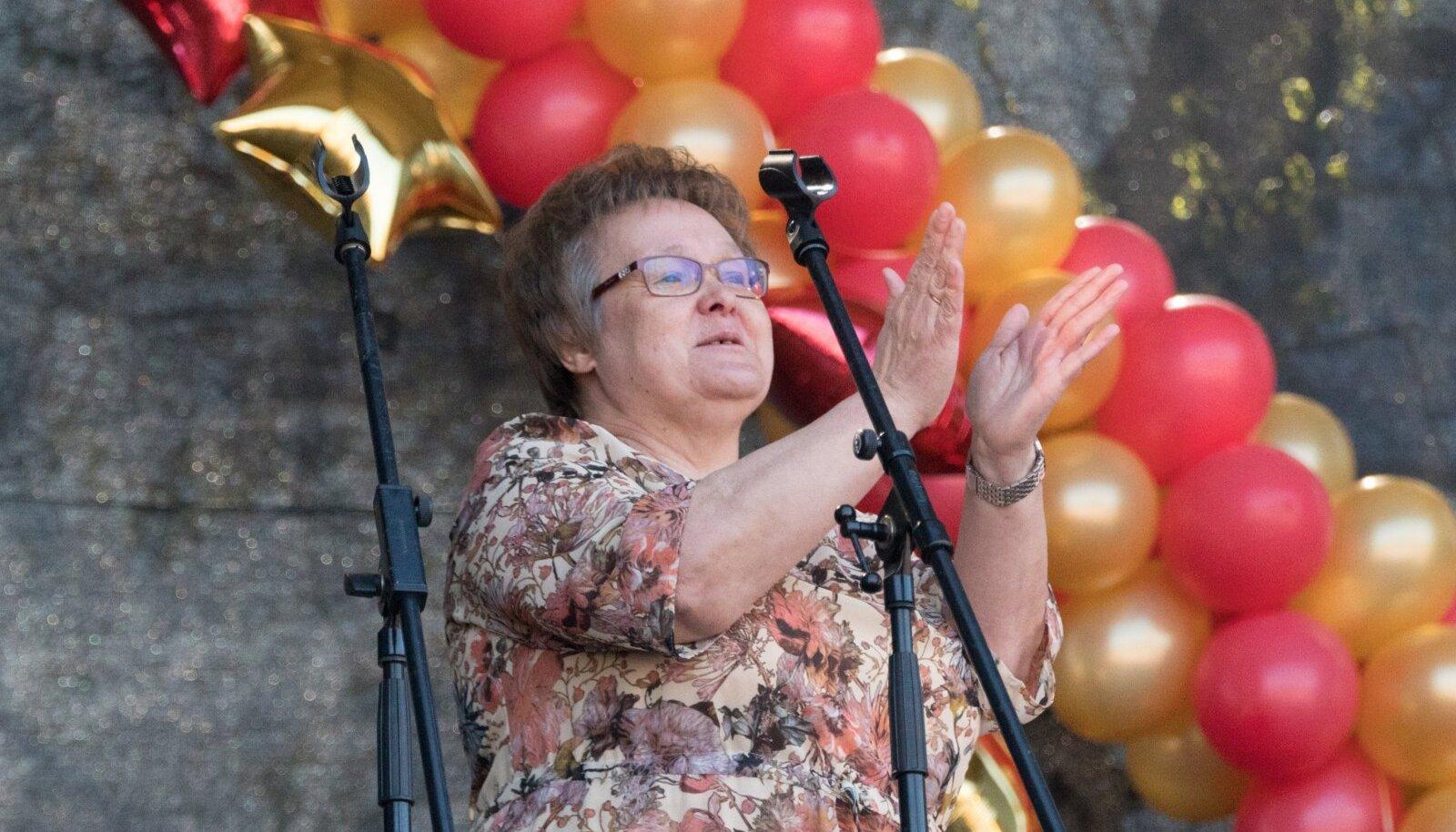 Лариса Оленина на празднике 9 мая в Нарве в 2019 году