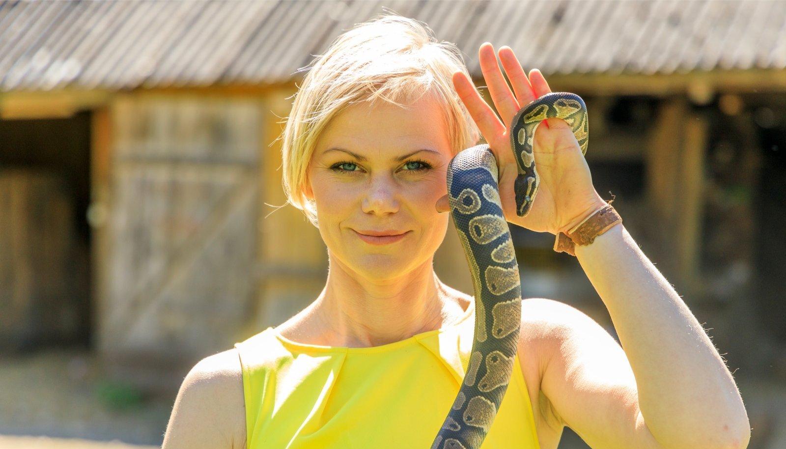 """SELJATAS MAOFOOBIA Heidi Hanso võttis endale roomaja, et saada võitu maohirmust. """"Roomajaga saab olla heas kontaktis üksnes siis, kui ise jääd maru rahulikuks,"""" ütleb ta."""