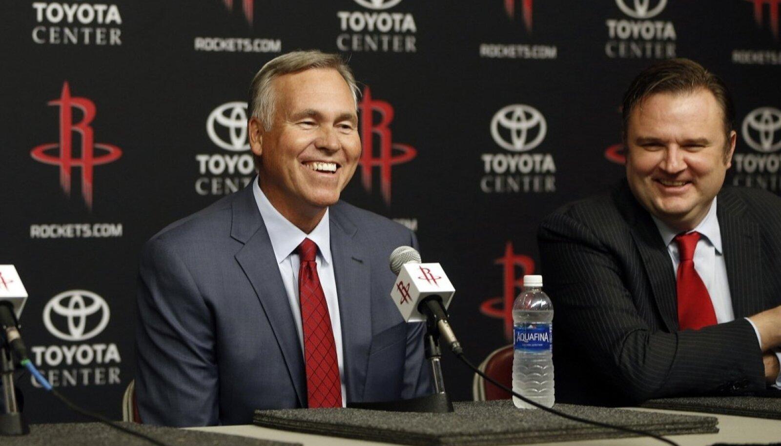 Tähtsad mehed laua taga, paremal Houston Rocketsi peamänedžer Daryl Morey