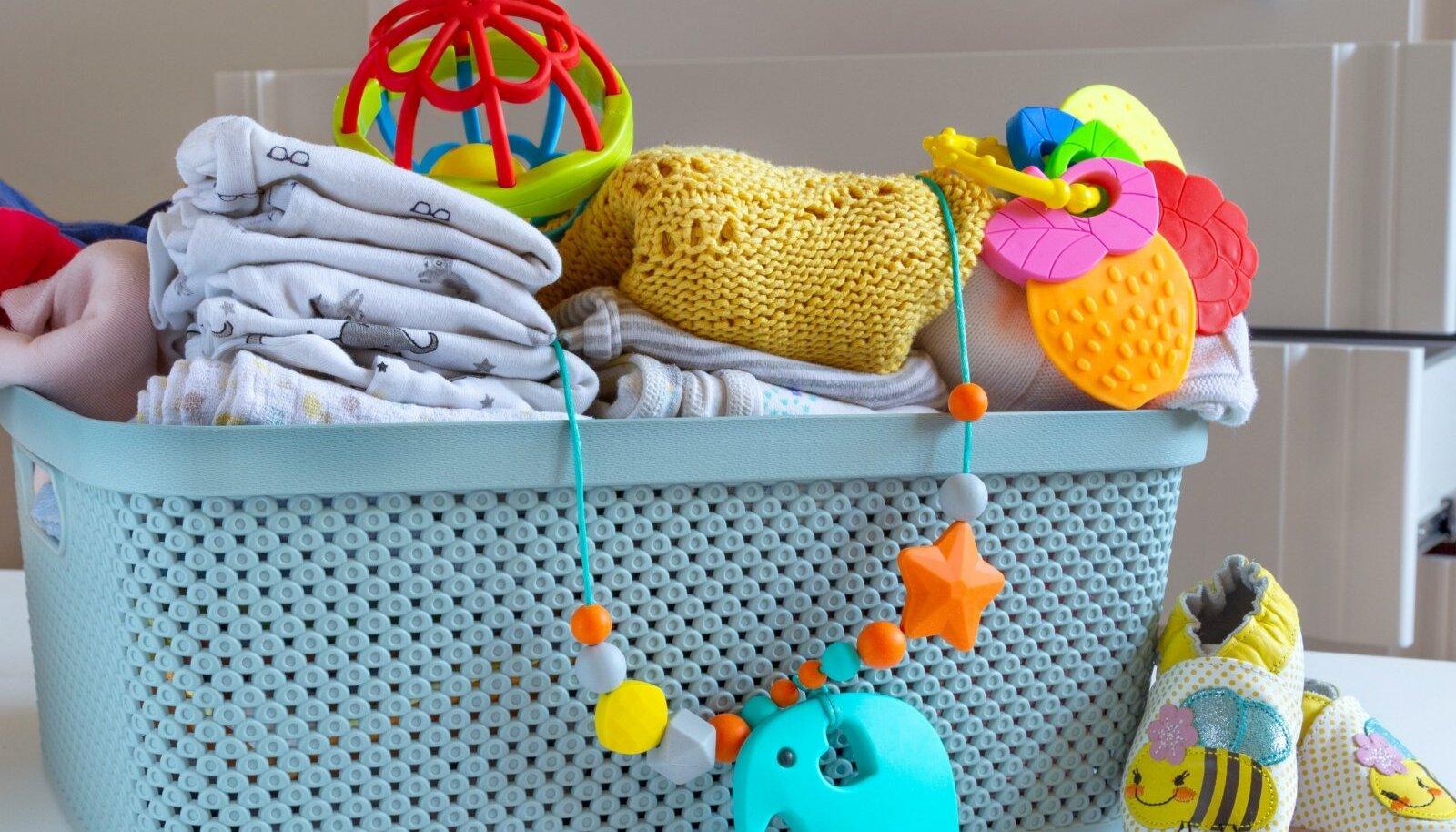 Califoriia osariigi kaubamajade sooneutraalsetes lasteosakondades võib kolme aasta pärast müüa näiteks selliseid kõrinaid või või muid lelusid, riietust aga esialgu seal müüma ei pea.