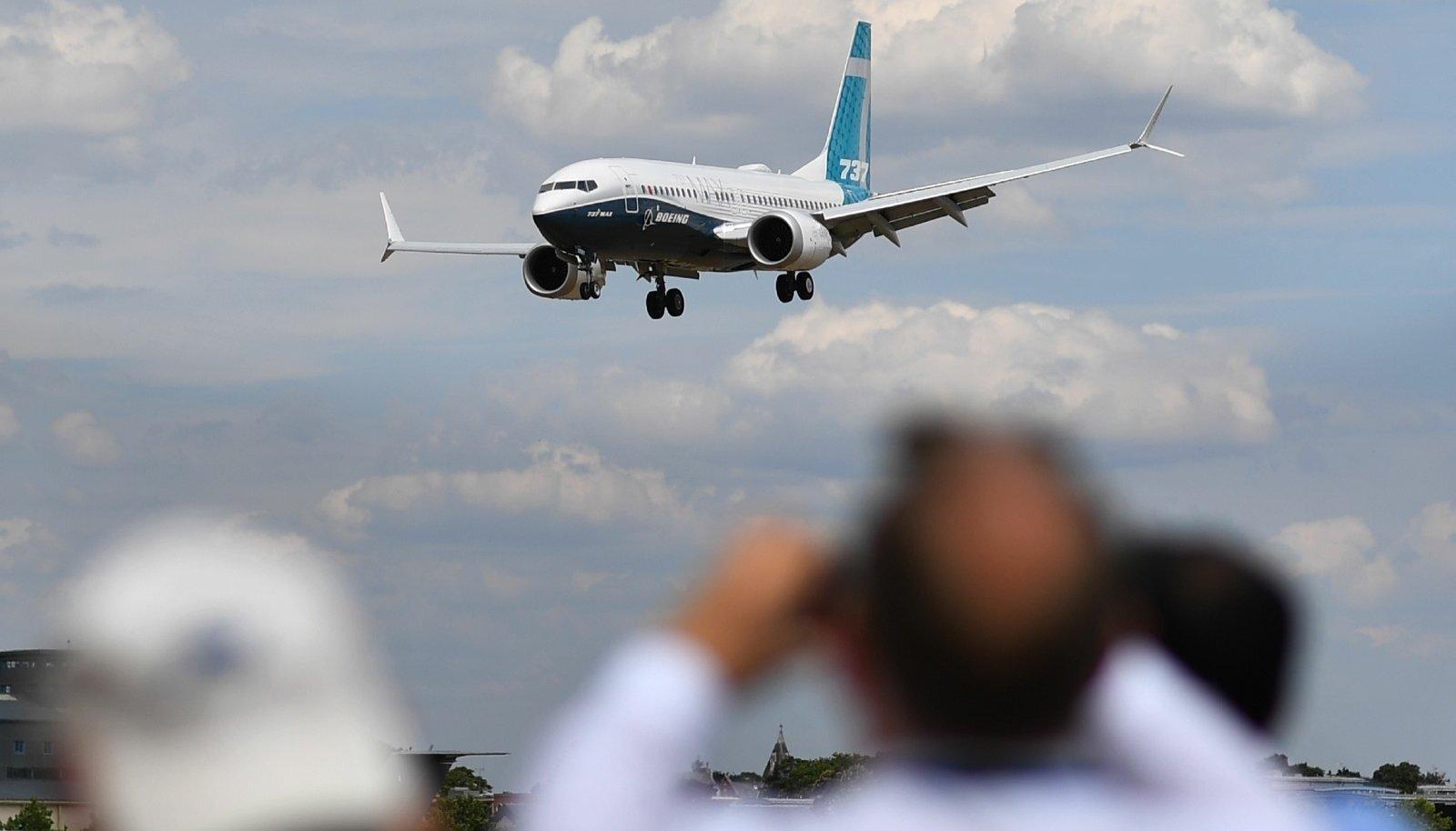 Boeing 737 Max mullu Londoni lennuväljale maandumas. Mitu riiki on selliste lennukite õhkutõusmise ja maandumise ajutiselt keelanud.