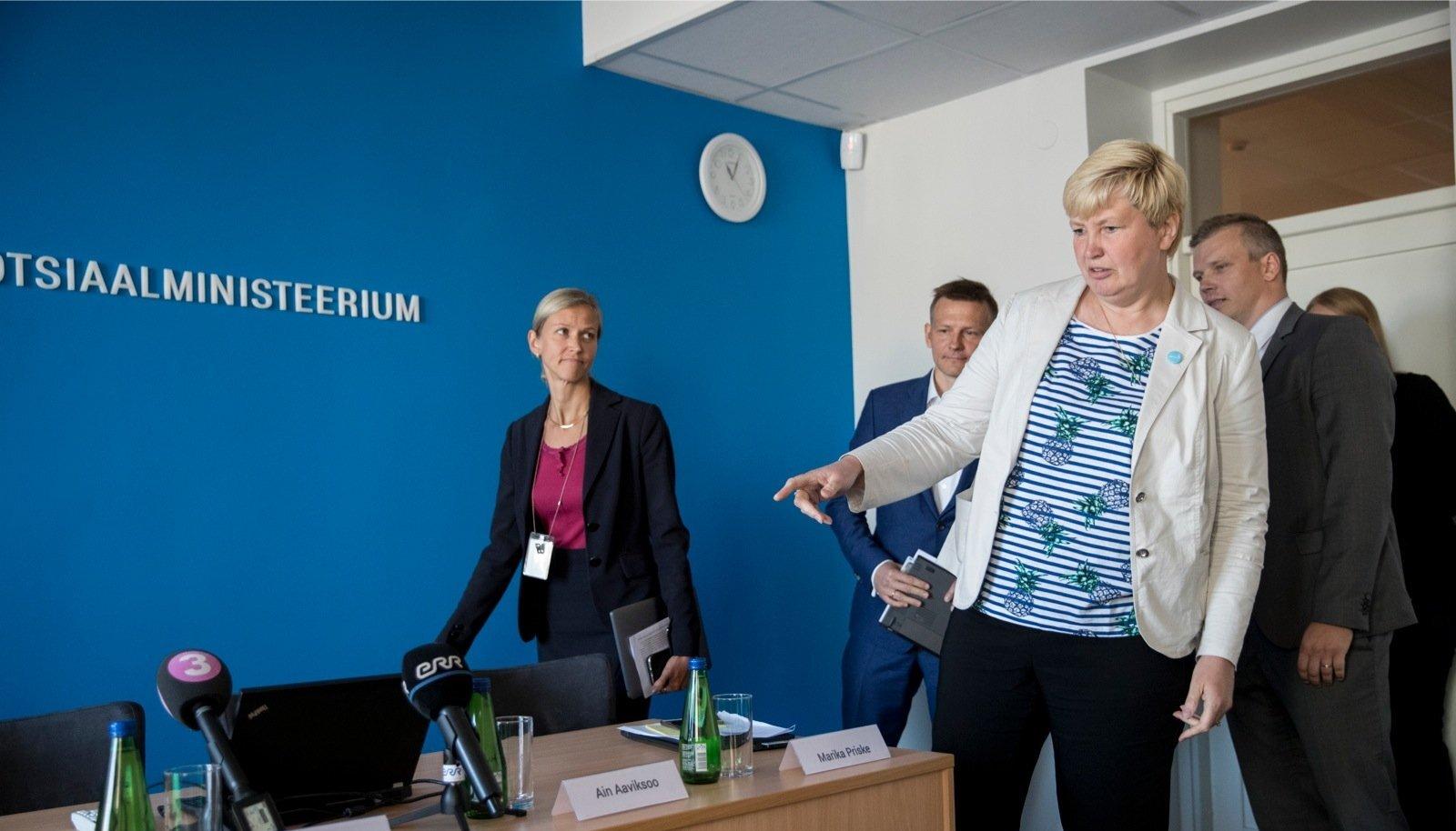 SKAIS2-e teemaline pressikonverents sotsiaalministeeriumis. Selgitusi tulevad jagamaMarika Priske, Katrin Reinhold, Ain Aaviksoo ja Egon Veermäe.