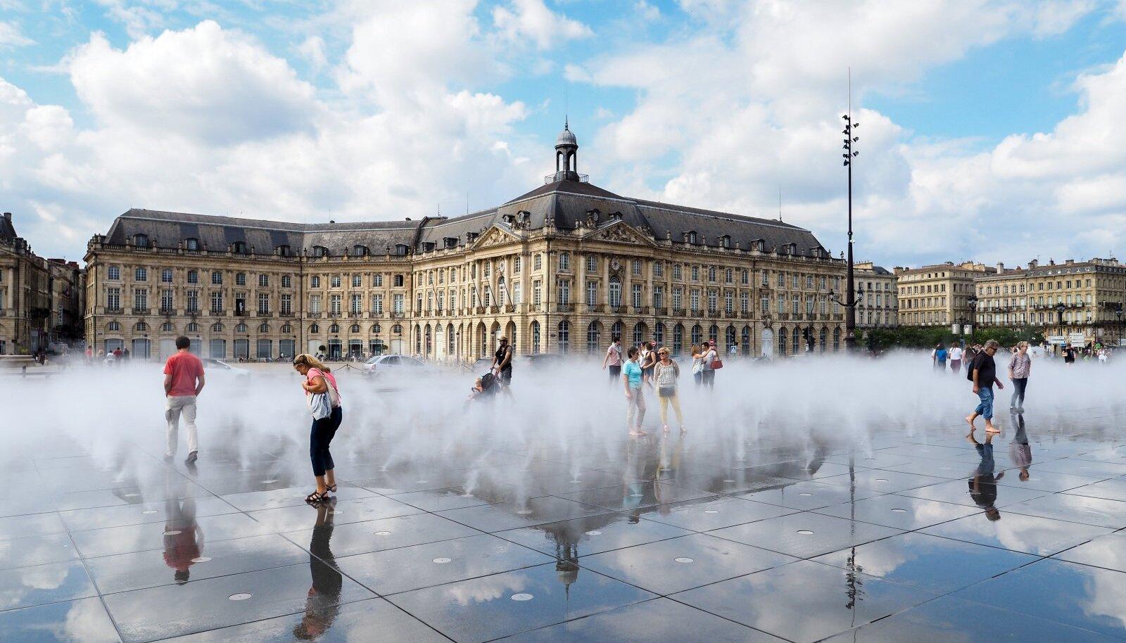 MIROIR D'EAU: Bordeaux suurt vaatamisväärsust kahjuks tema täies hiilguses näha ei õnnestunud.