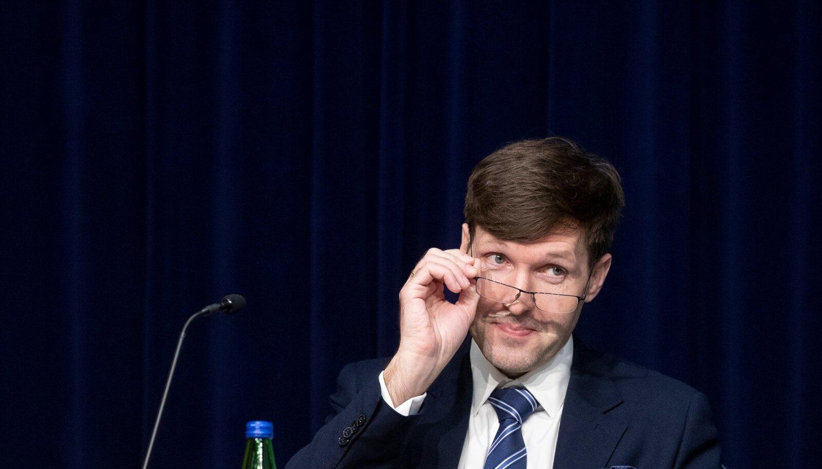 Martin Helmet eelistaks valitsuse eesotsas näha 13% valimisõiguslikke inimesi.