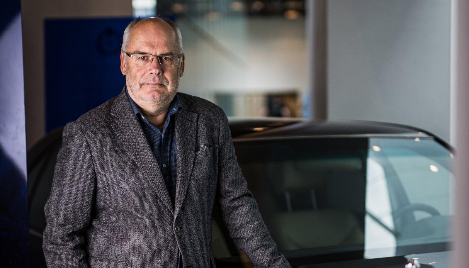 Alar Karis võib oma töökohas ERMis hoida vaateväljas president Lennart Meri kunagist ameti-Mercedest, mis asub muuseumis eksponaadina.
