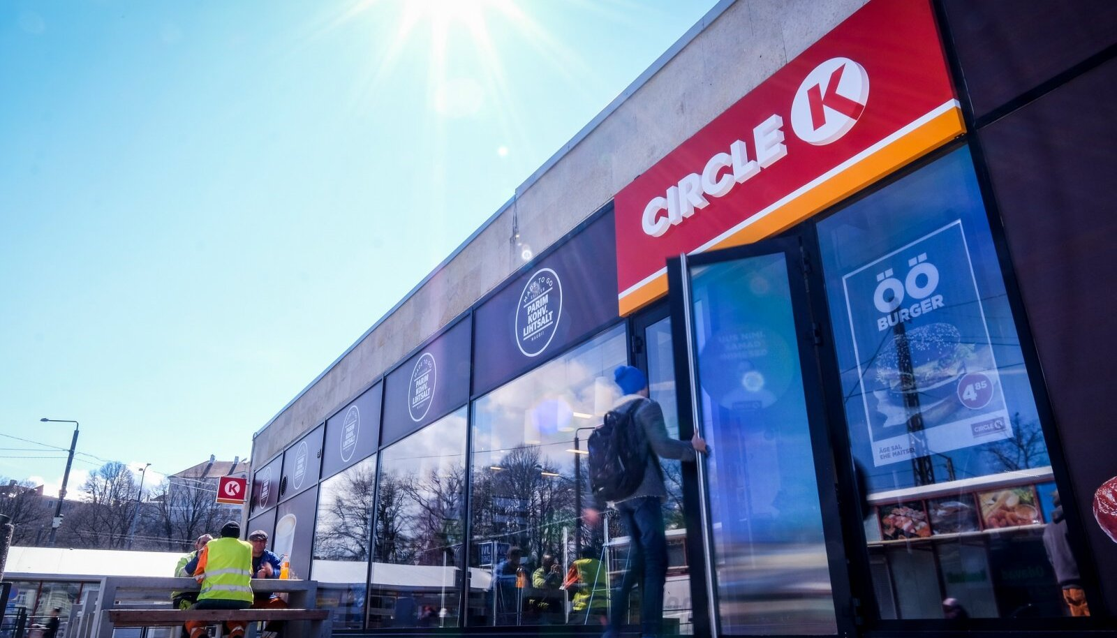 Circle K esimene mugavuspood Balti jaamas. Tankida ei saa, aga burgerit küll.