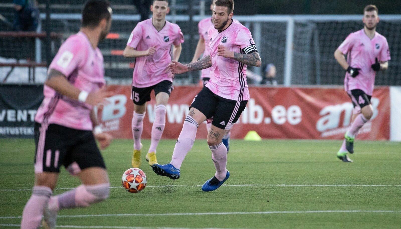 Eesti jalgpallimeistrivõistluste hooaja esimeses mängus alistas FC Flora võõral väljakul Nõmme Kalju 3:0