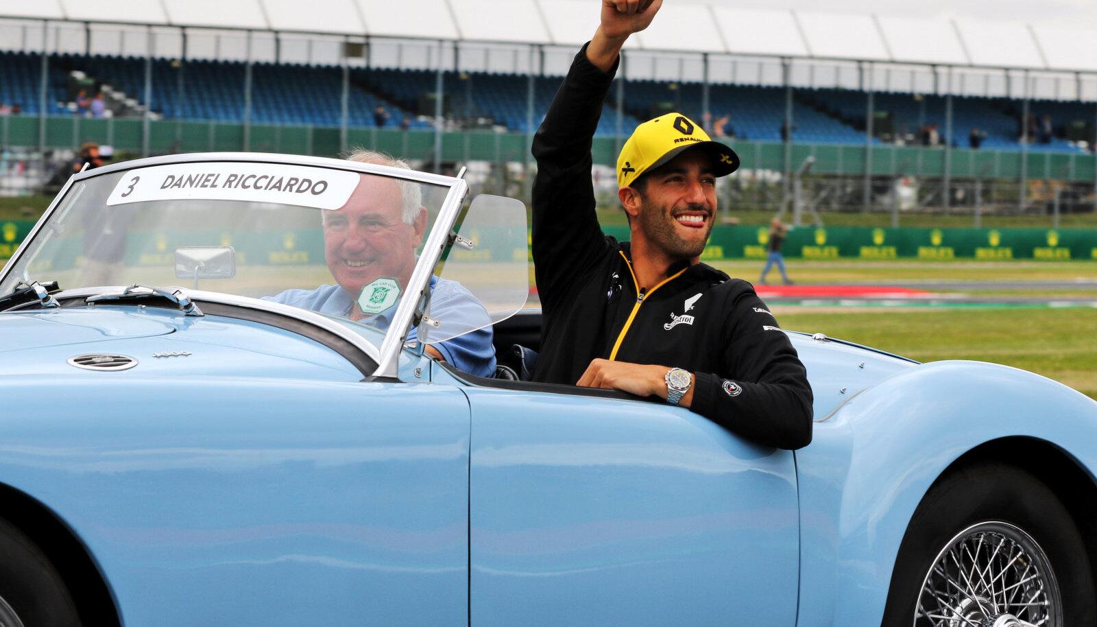 Daniel Ricciardo viimasel etapil Silverstone'is sõitjate paraadil.