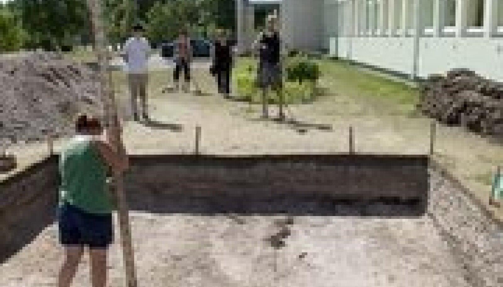 Väljakaevamised Salmel. Foto: Peeter Kukk / Saarte Hääl