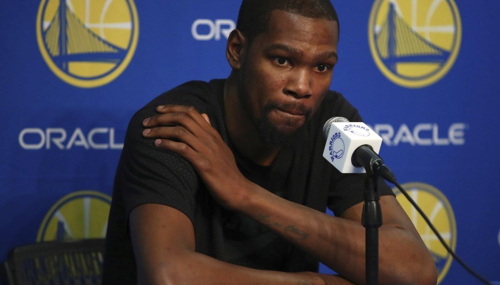 Kevin Durant peab mõnda aega mänge kõrvalt vaatama.