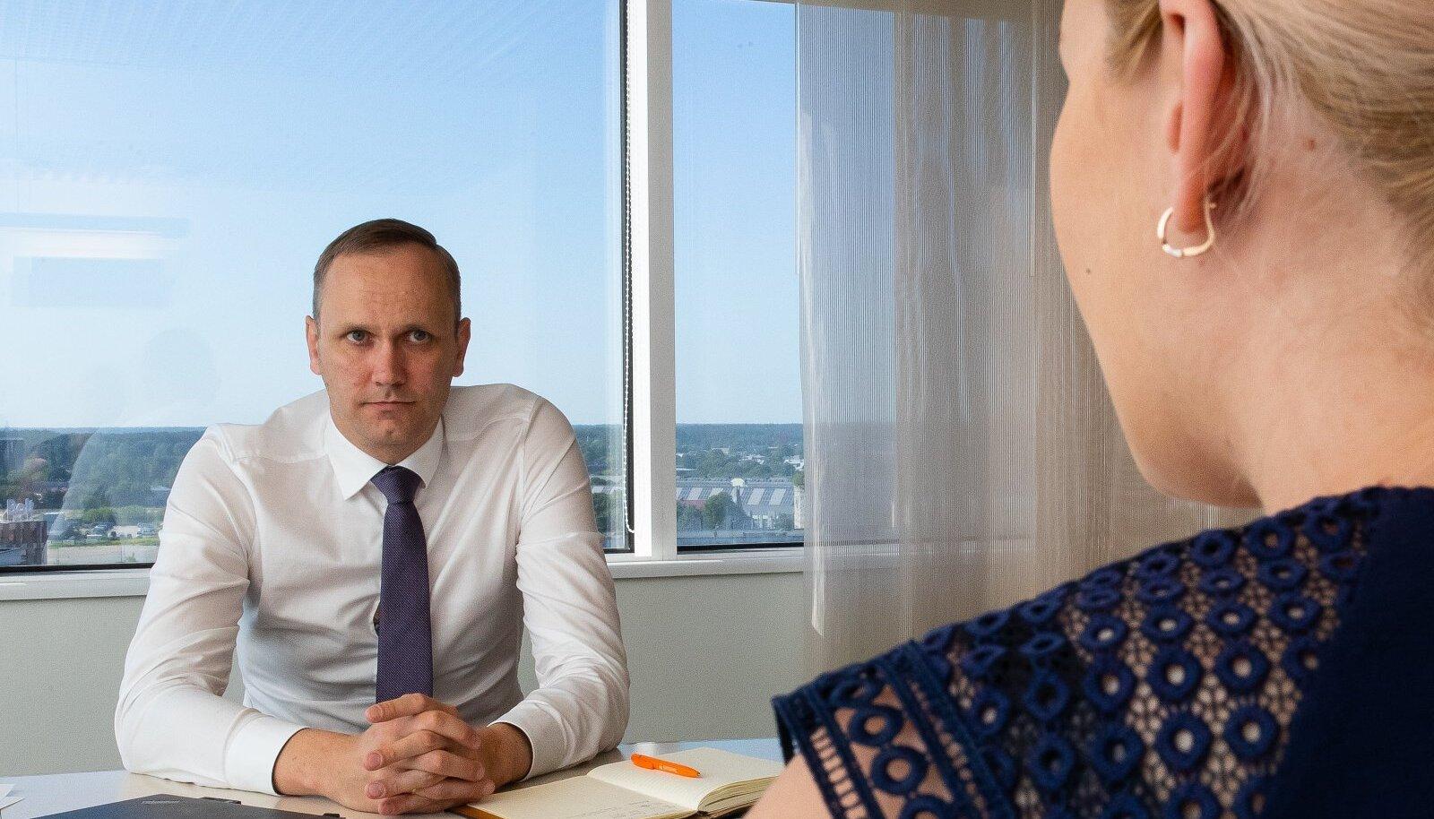 Swedbanki Eesti juhi Olavi Lepa sõnul täpsustab uus struktuur ka Swedbank Eesti juhtimiskorraldust.