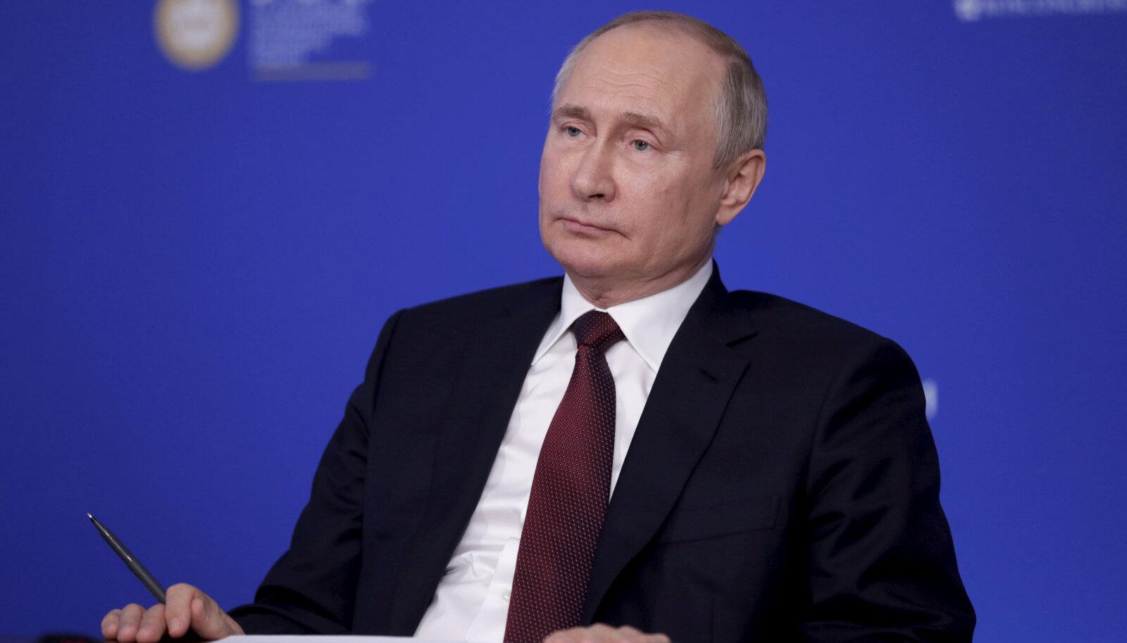 Vladimir Putin Peterburi majandusfoorumil