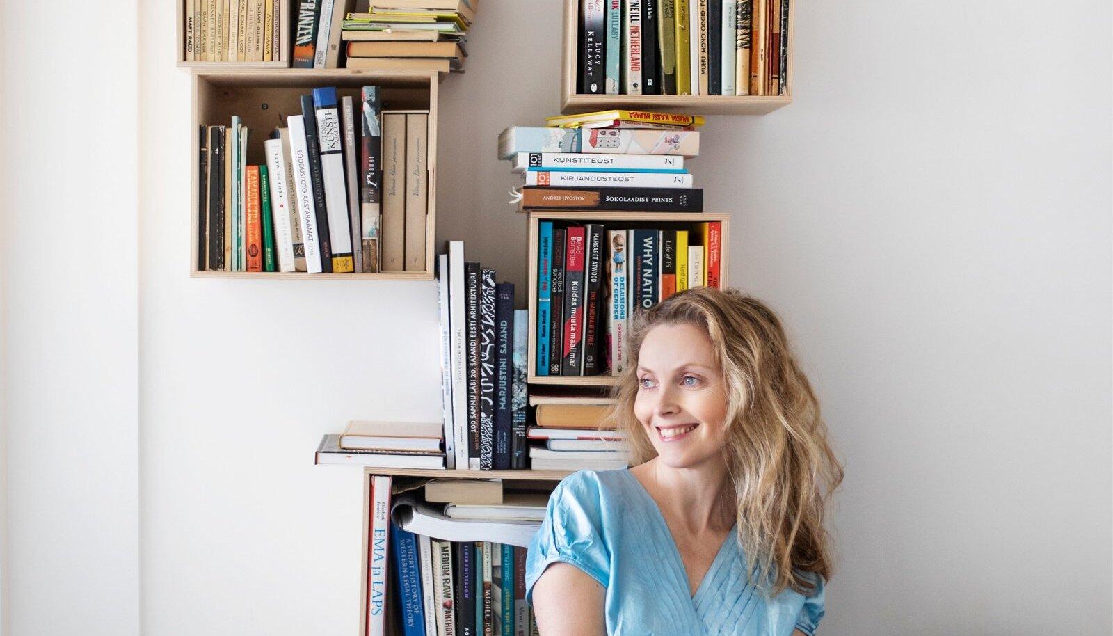 Karin Rask loeb igal võimalikul hetkel ja ükskõik mis asendis.