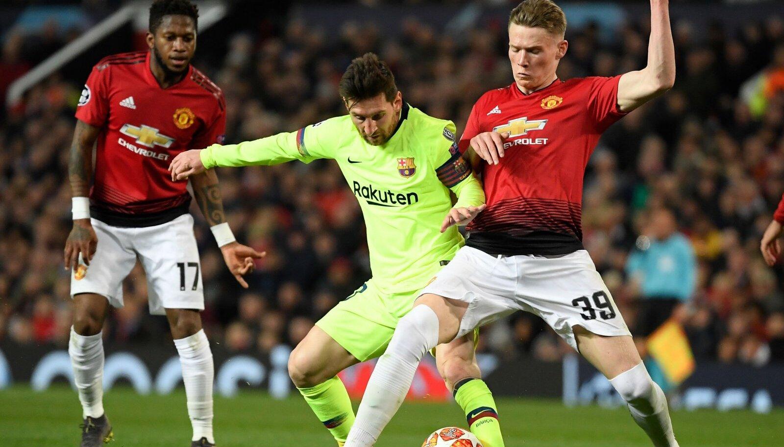 Lionel Messi (keskel) ja Scott McTominay (paremal)