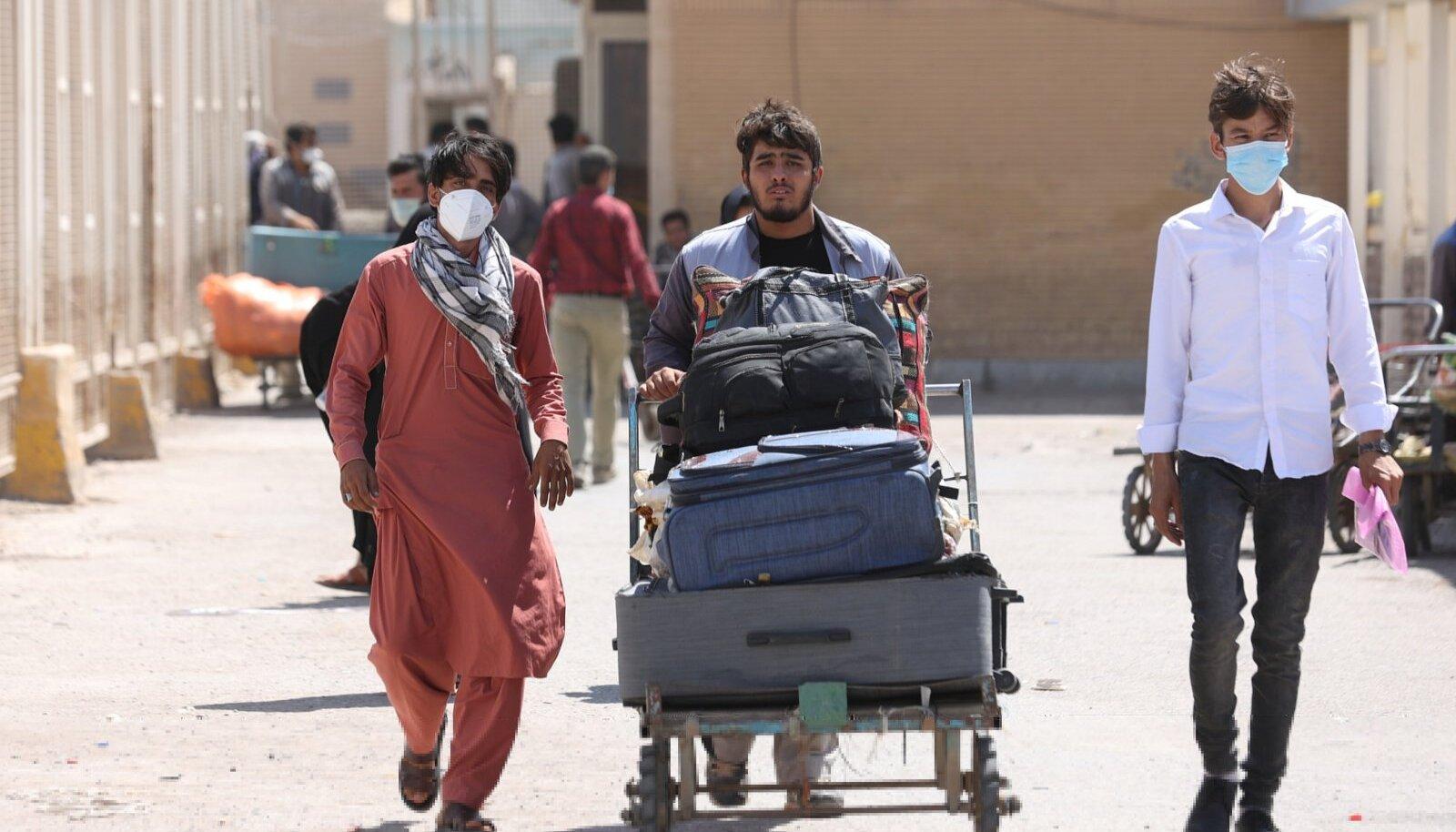 Iraani jõudnud afgaanid Dowqaruni piiripunkti juures