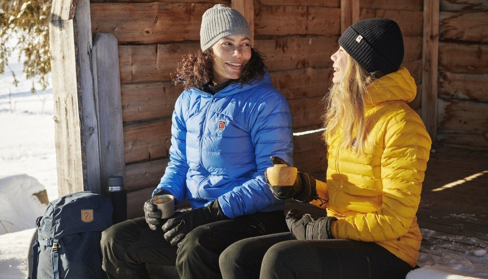 Suletäidisega jope on kaalult kerge, kuid krõbedate külmadega siiski kõige soojem.