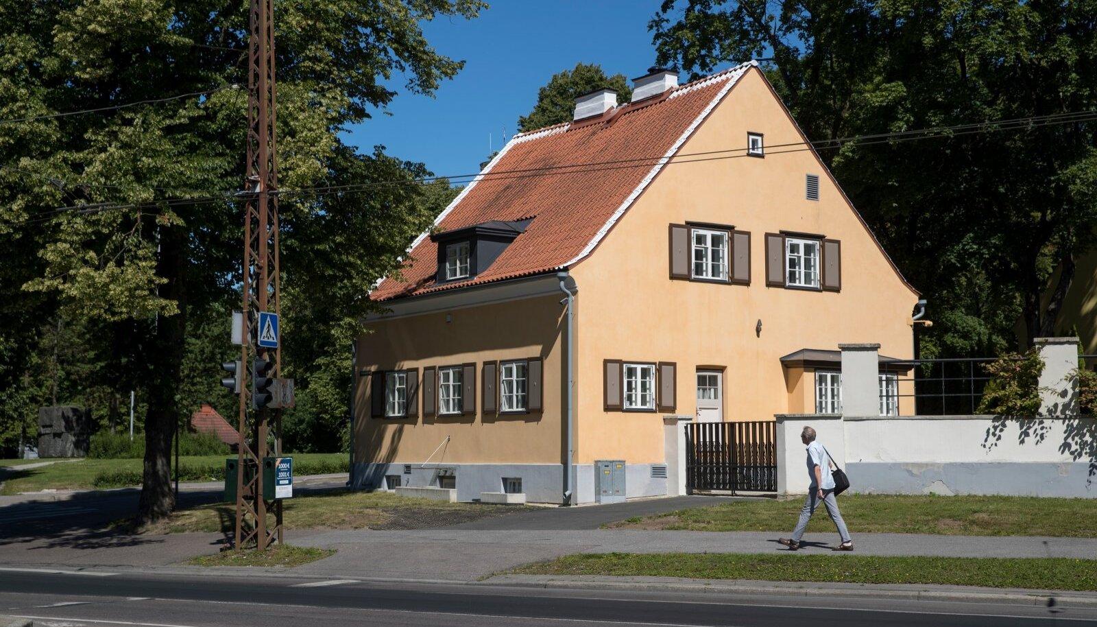Tallinna vaated, Toompuistee ja Wismari tn nurk