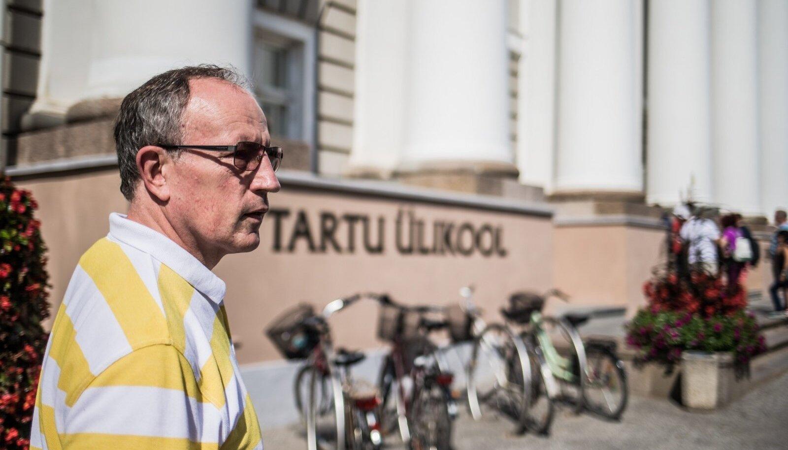 TÜ rektor Toomas Asserile uut ametiautot esimese hankega ei leitud. Siiski ei pea ta seni jalgrattaga väntama, tema käsutuses on 2011. aasta Volkswagen.
