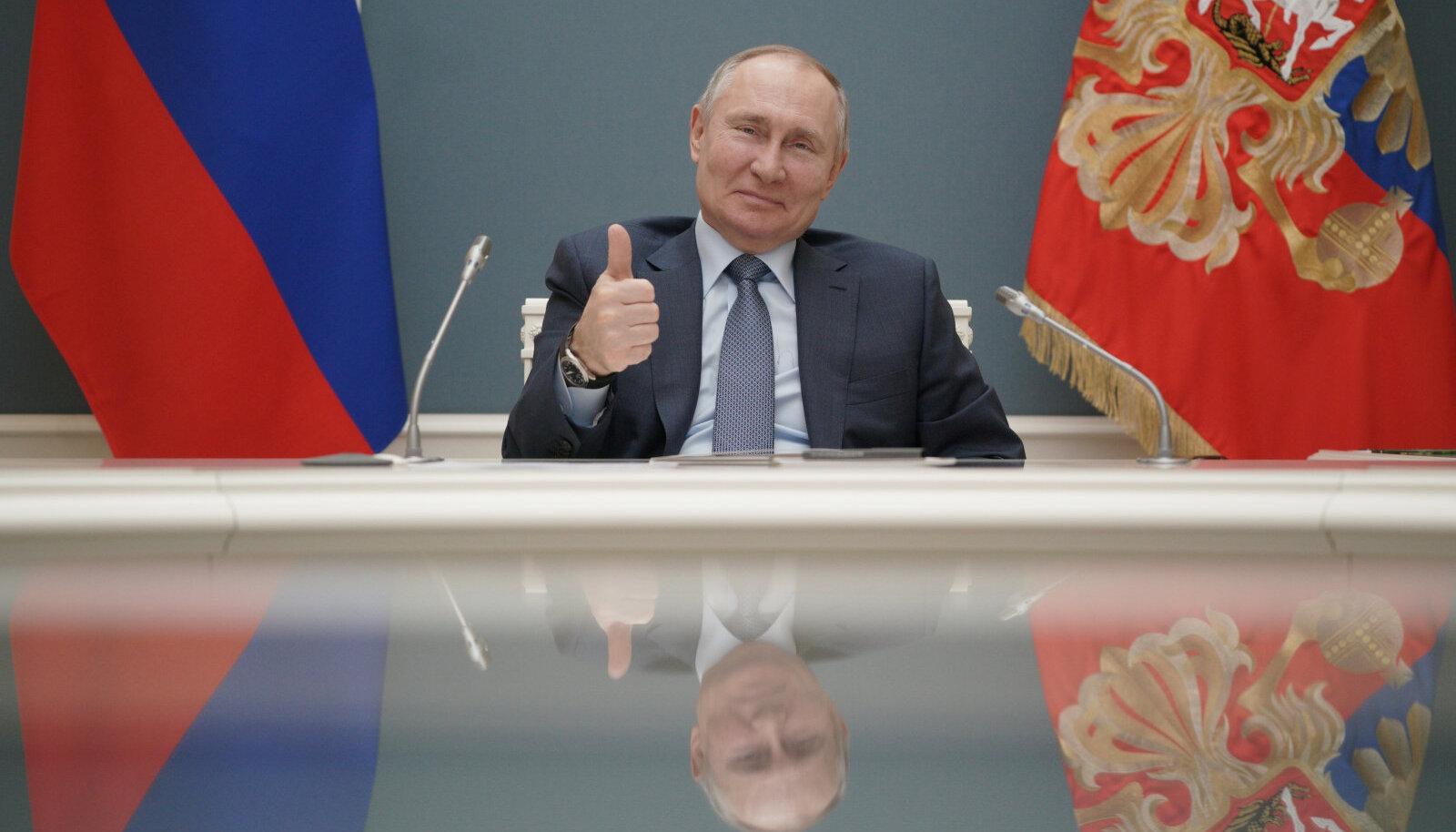 Putinil avaneb võimalus teha üks null ka Jossif Stalini märgilisele valitsemisajale.