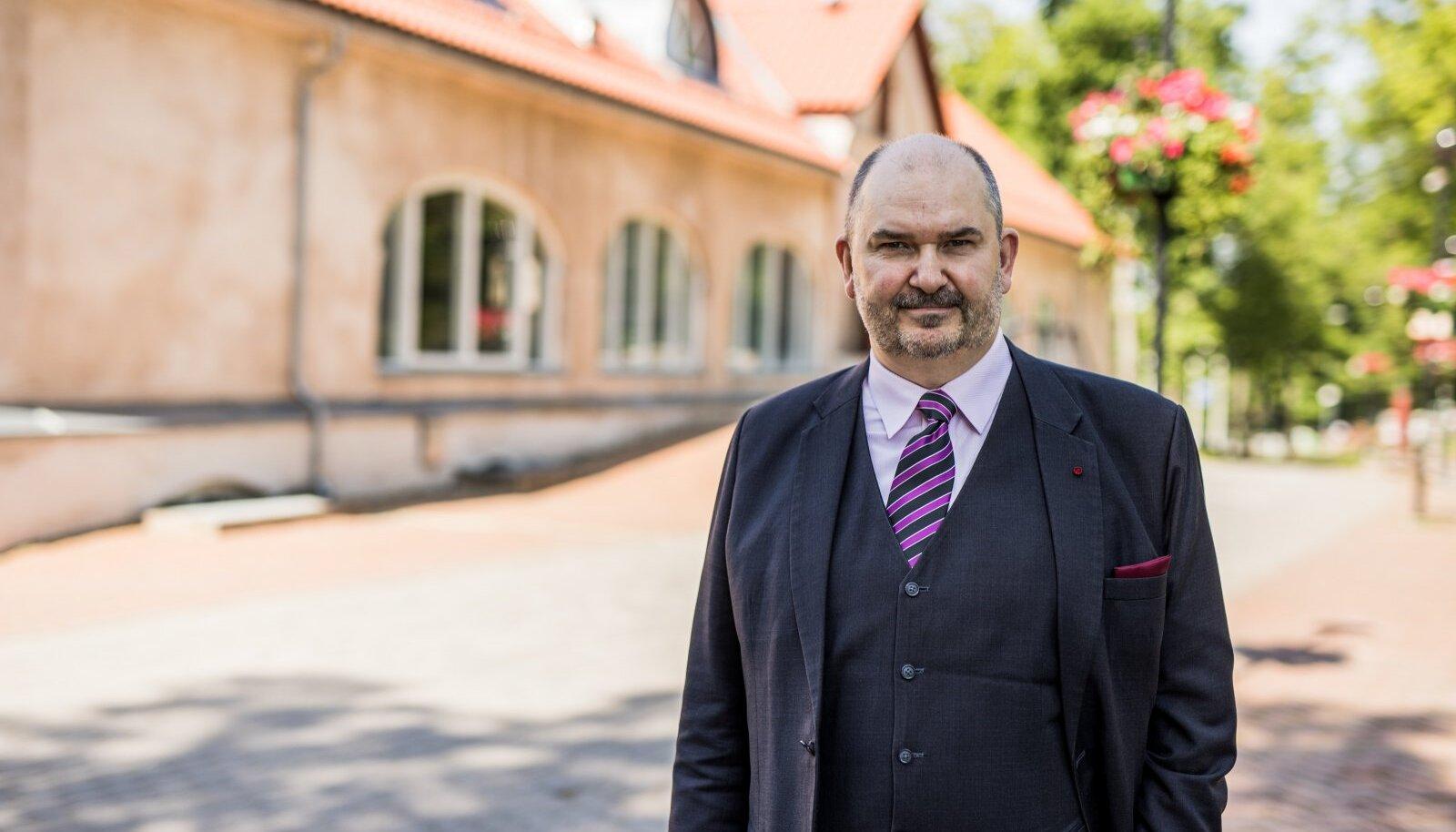 Viljandi folgi käimalükkajana tuntud Ando Kiviberg tuleb poliitikasse tagasi.