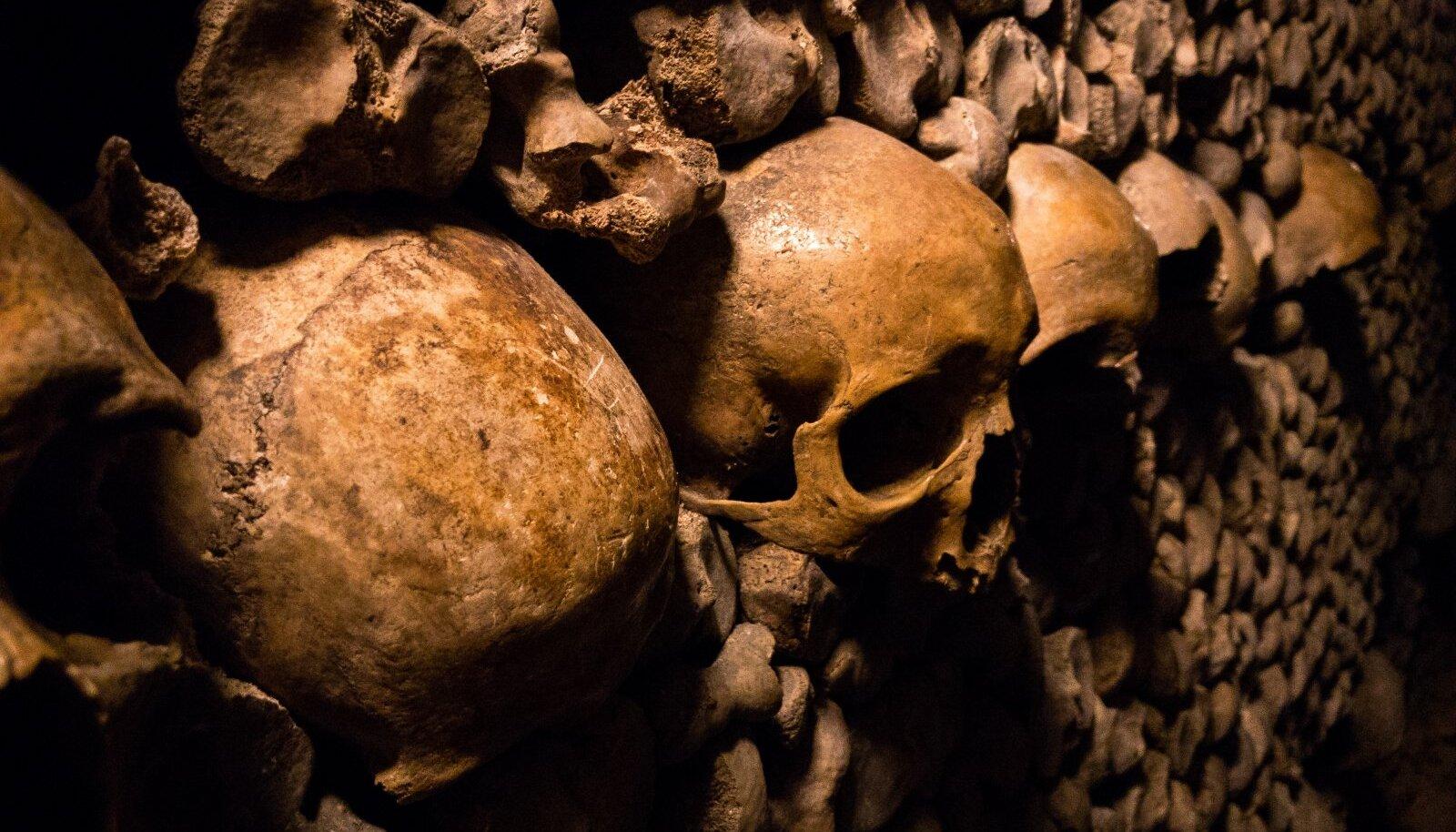 Pariisi Katakombidesse on laotud 6 miljoni inimese skeletid