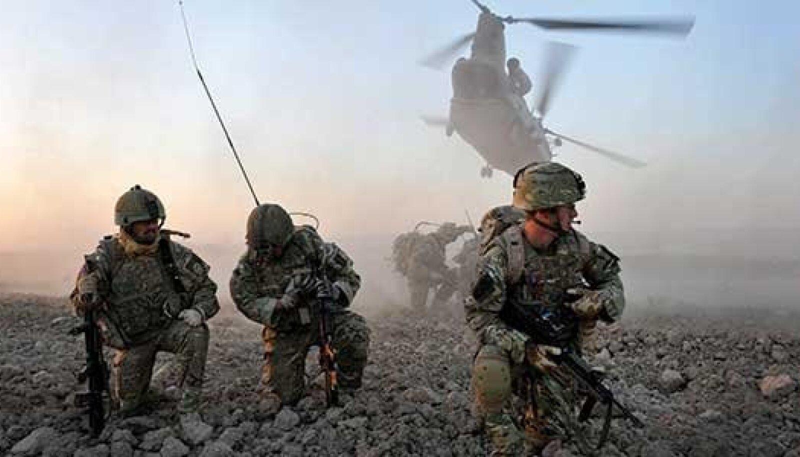 Keset möllu: Rahvusvaheliste julgeolekujõu dude (ISAF) sõdurid Afganistanis.