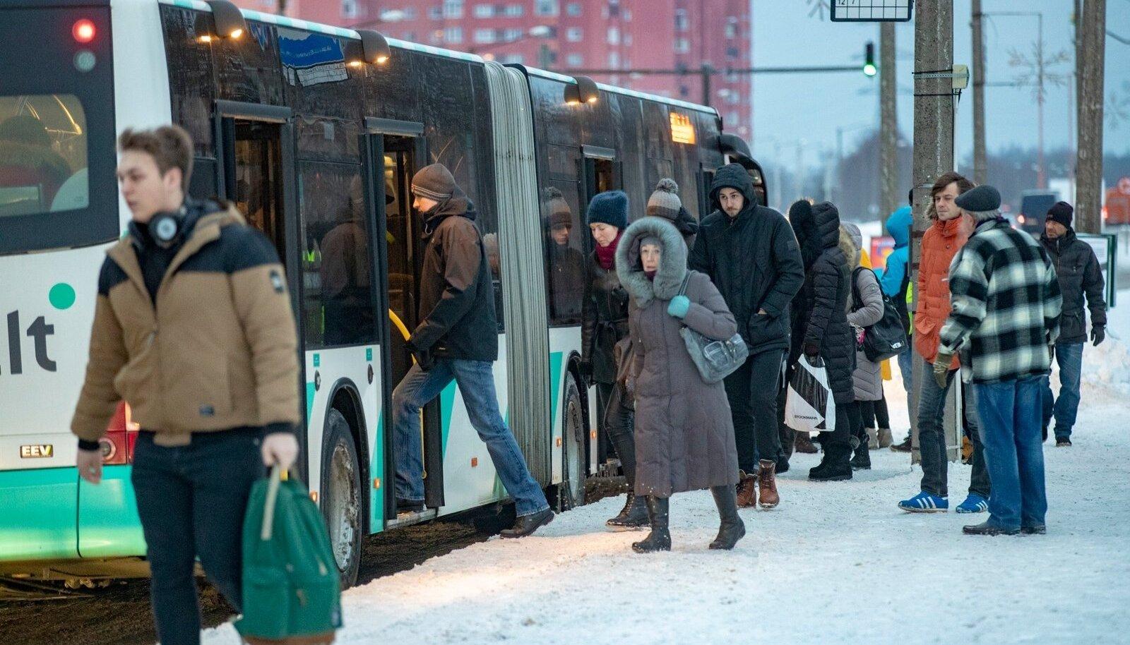 Inimesed bussipeatuses