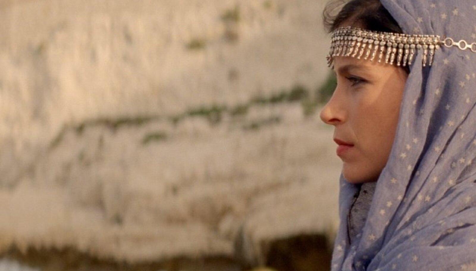 """381 MINUTIT: Miguel Gomesi filmitriloogia """"Araabia ööd"""" ühendab kärpepoliitika """"Tuhande ja ühe öö"""" muinasjuttudega."""