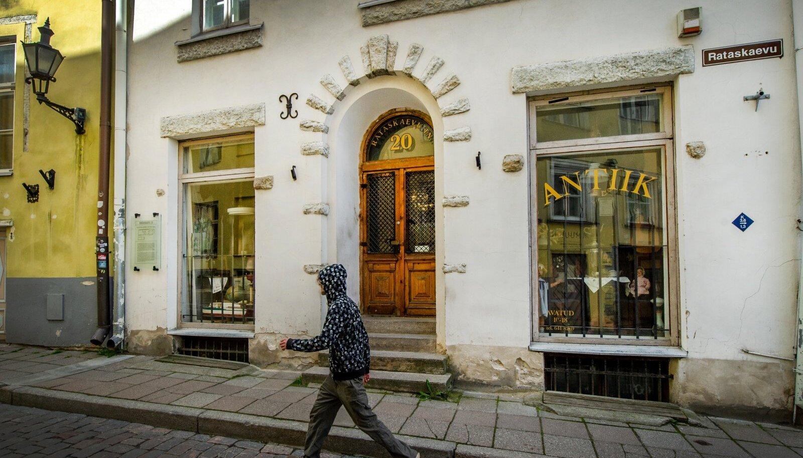 SULETUD! Rataskaevu tänava antiigiäri Tallinna vanalinnas.