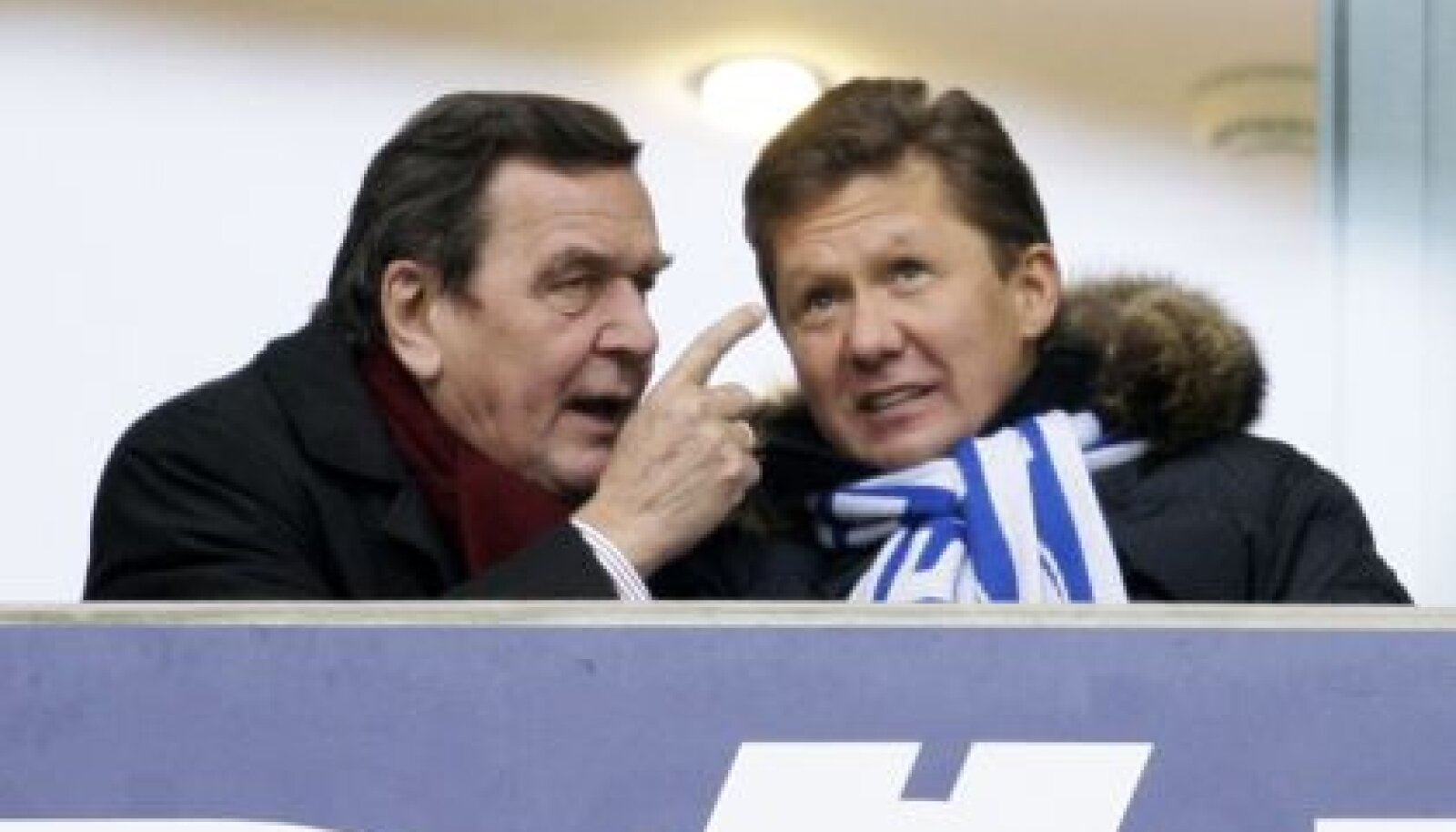 Gazpromi president Aleksei Miller ja viimase palgal olev Gerhard Schröder Bundesliga Schalke 04 ja Hertha Berlin vahelisel jalgpallimatšil Gelsenkirchenis
