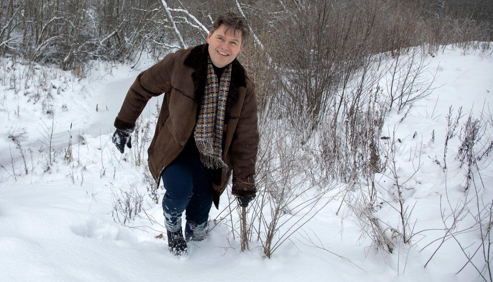 Topi talu peremees Kaupo Kala ei karda lumes mütata, kuna tema Topi Naturali hooldustooted kaitsevad nii riideid kui jalanõusid märjaks ja mustaks saamise eest.