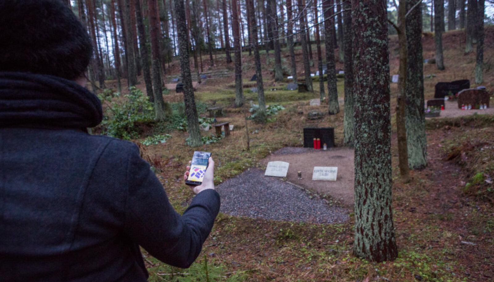 Praegu aitab hauda leida kalmistuportaali hauakaart, kuid peagi jõutakse eraldi mobiilirakenduseni ja kaardid võidakse tulevikus ühendada ka GPS-iga.