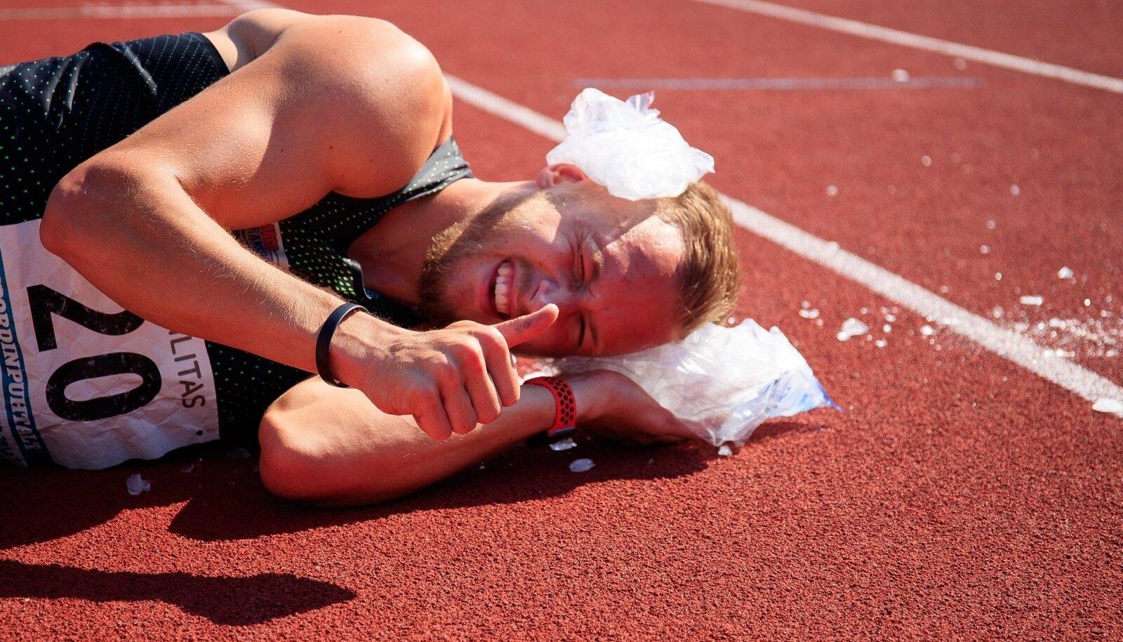 Jääkotid aitasid kurnatud Janek Õiglast pärast võistlust turgutada. Ta ise juba teab, et MM-pilet on taskus.
