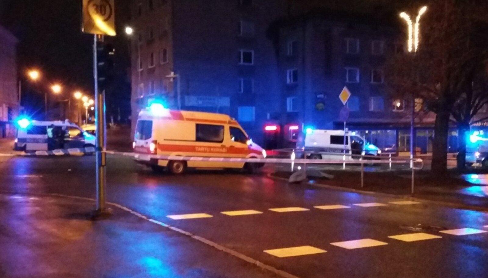 Tartus sõitis politsei noormehe surnuks