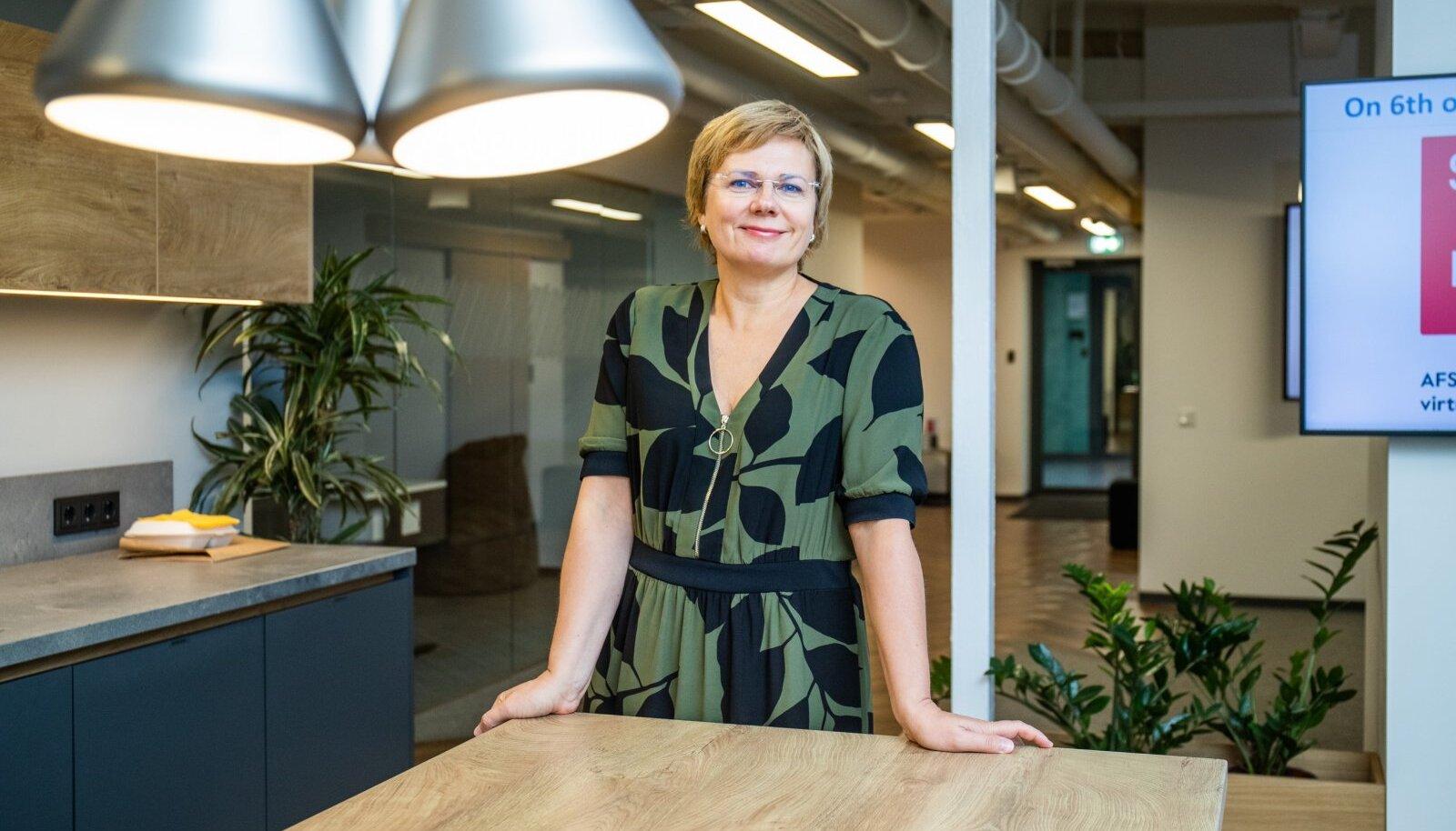 AFS IT Services Estonia 140 töötajast 55% on välismaalased. Firma juhi Agnes Maki sõnul haritud ja kosmopoliitne IT-spetsialist ainult rikastab Eestit, mitte ei võta siit midagi ära.