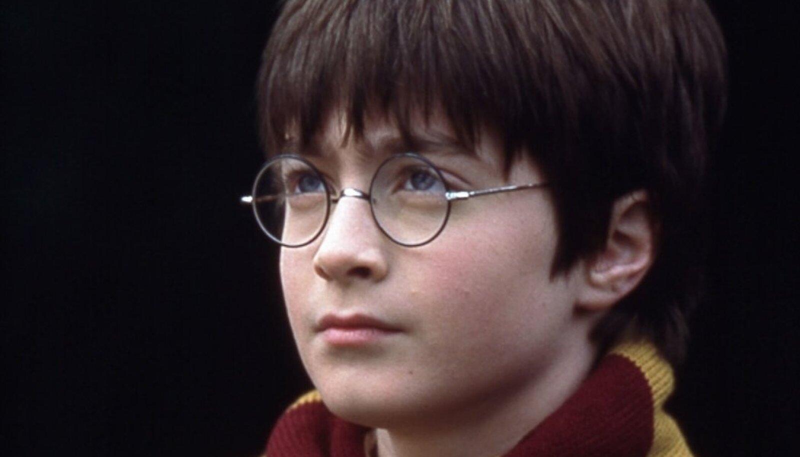 """""""Harry Potter ja tarkade kivi"""" (2001)"""