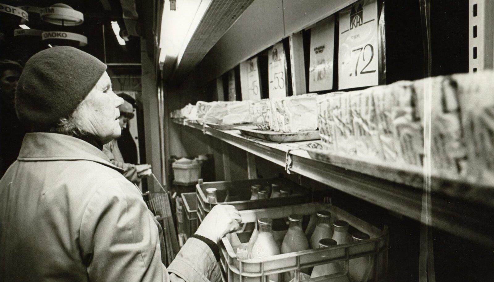 15. okt. 1990. talinna toidukauplustes, foto arhii