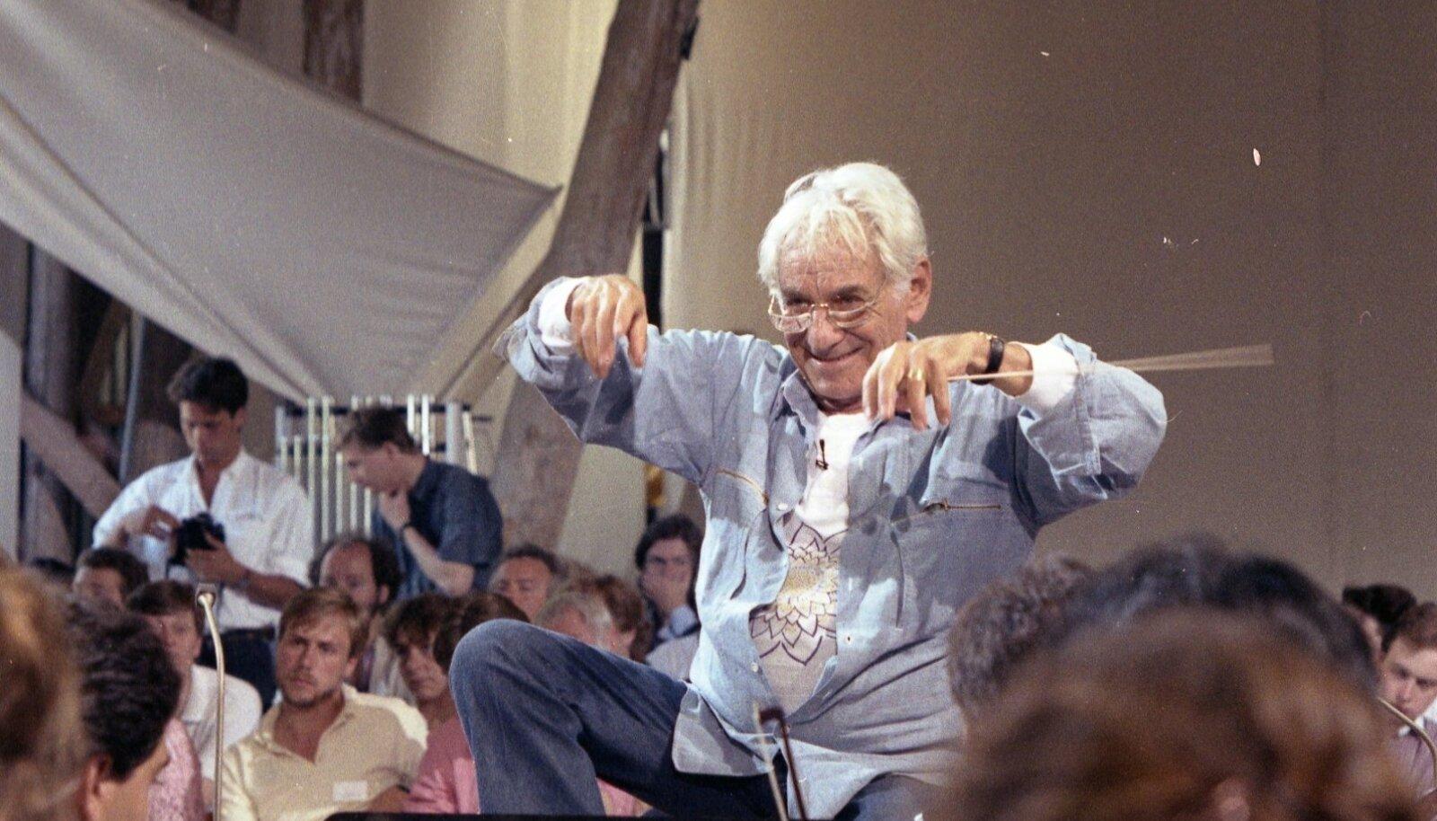 Helilooja ja dirigent Leonard Bernstein.
