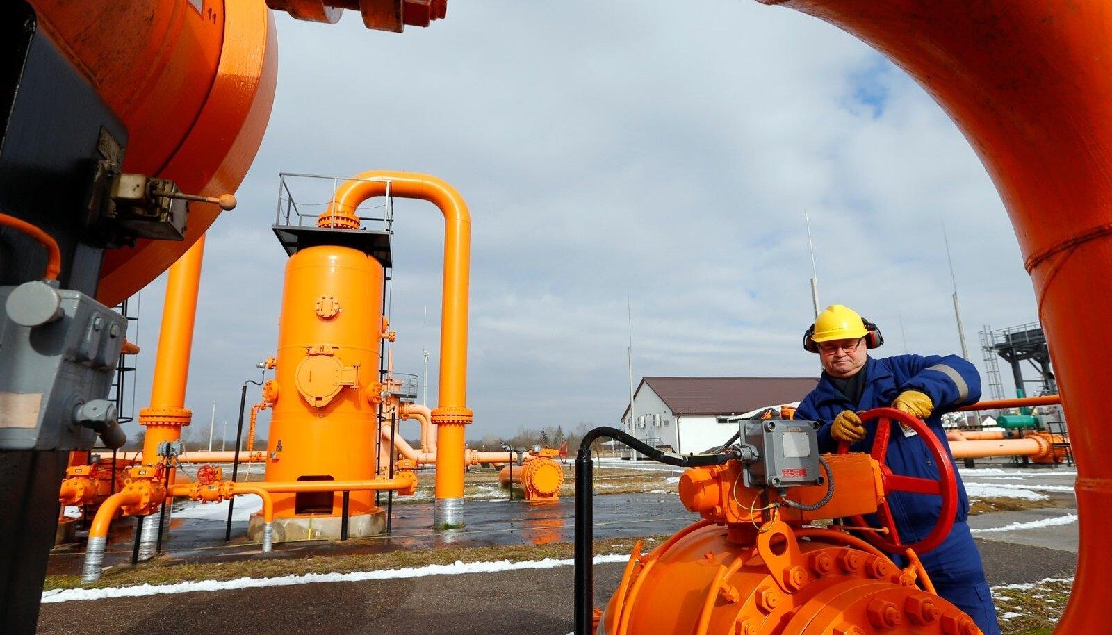 An engineer checks the gas distribution system in Beregdaroc