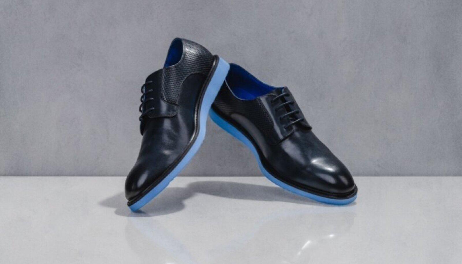 Traditsioonilisele kingale on Uncle Paul lisanud väikese vimka: silmapaistva sinise talla. Uncle Pauli kingad 99.- (Tallinn Design House)