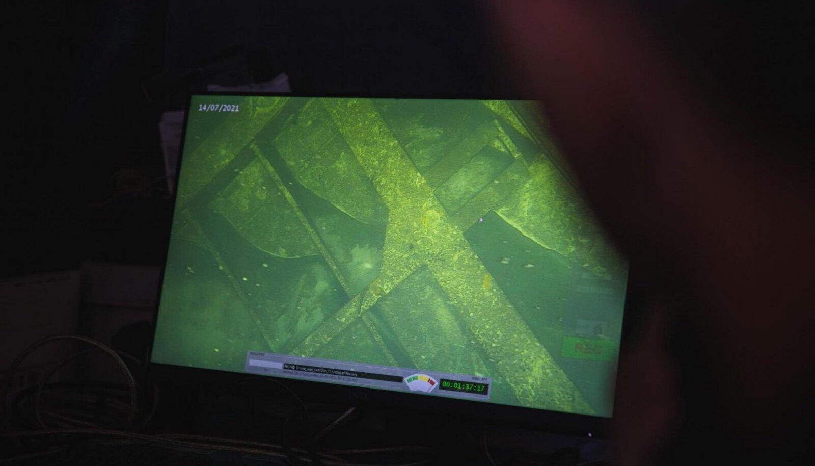 Sukeldumine Estonia vrakile paljastas ootamatu leiu - vööriramp lebab laevast eraldi.