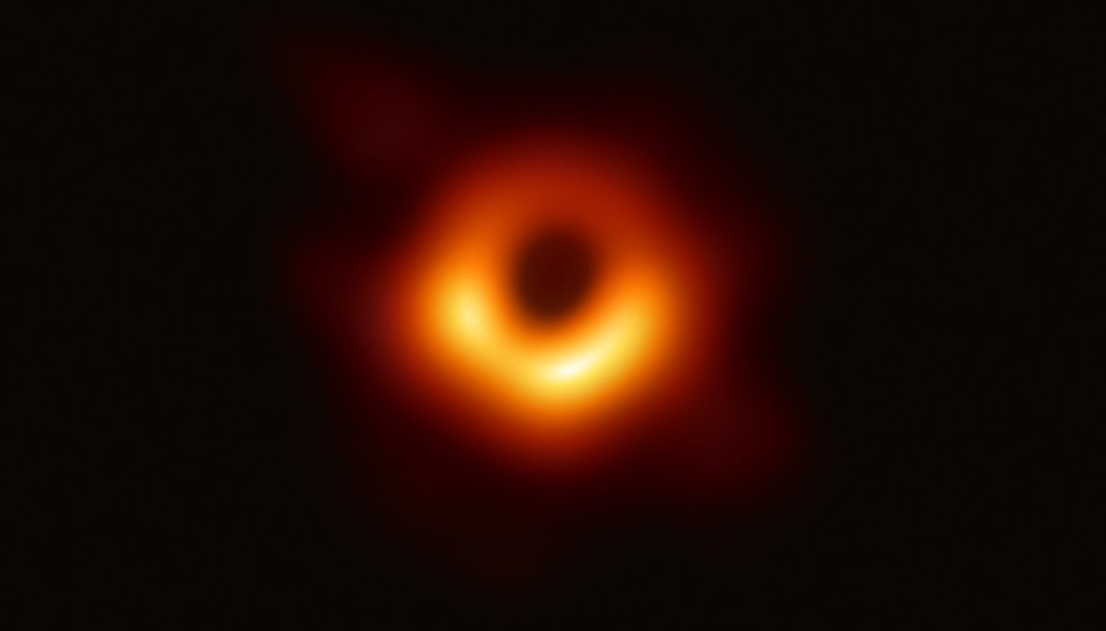 Hiljuti valmis spetsiaalselt musta augu pildistamiseks loodud EHT-teleskoobi abil esimene pilt mustast august (ja selle varjust). / Wikimedia Commons / ESO