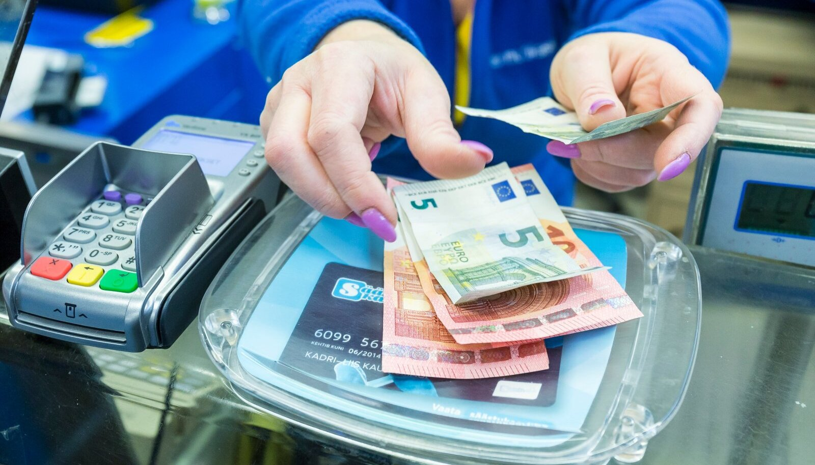 Veel märtsis näitas eestimaalaste sularahakasutus 25-protsendilist langust.