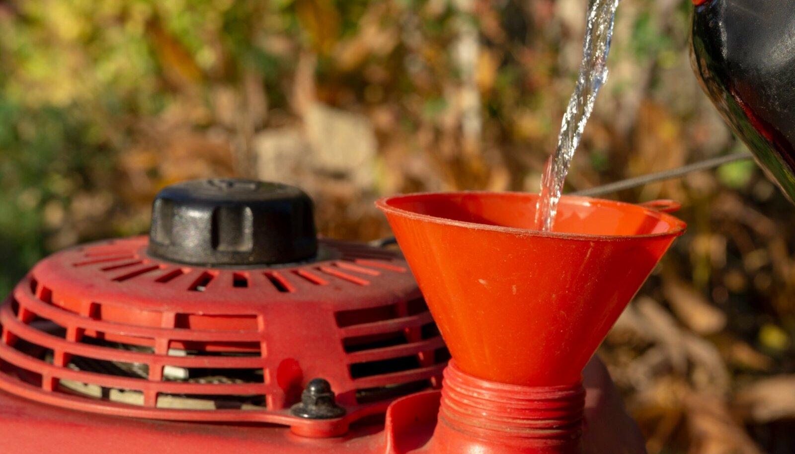 Muruniidukites eelistage alküülbensiini või bensiini oktaanarvuga 98.
