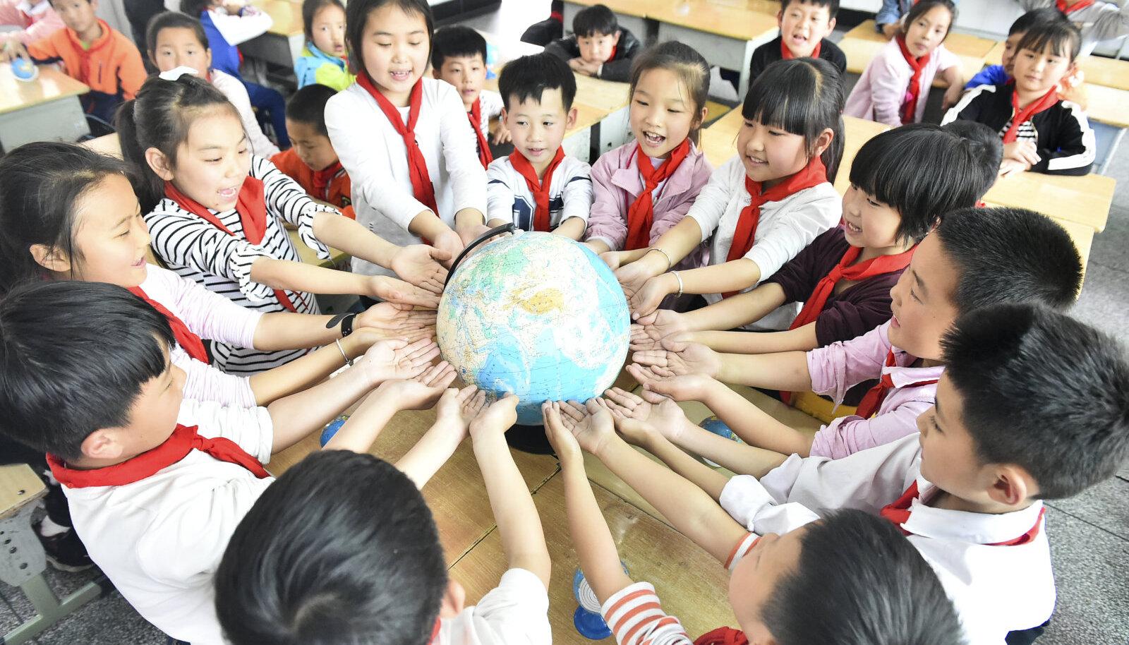 Hiina õpilased tähistavad koolis Maa päeva