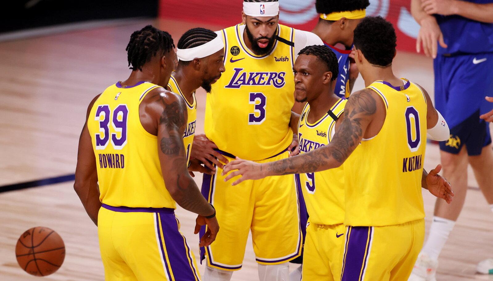 Los Angeles Lakersi mängijad said võrdlemisi kergelt õhtule.