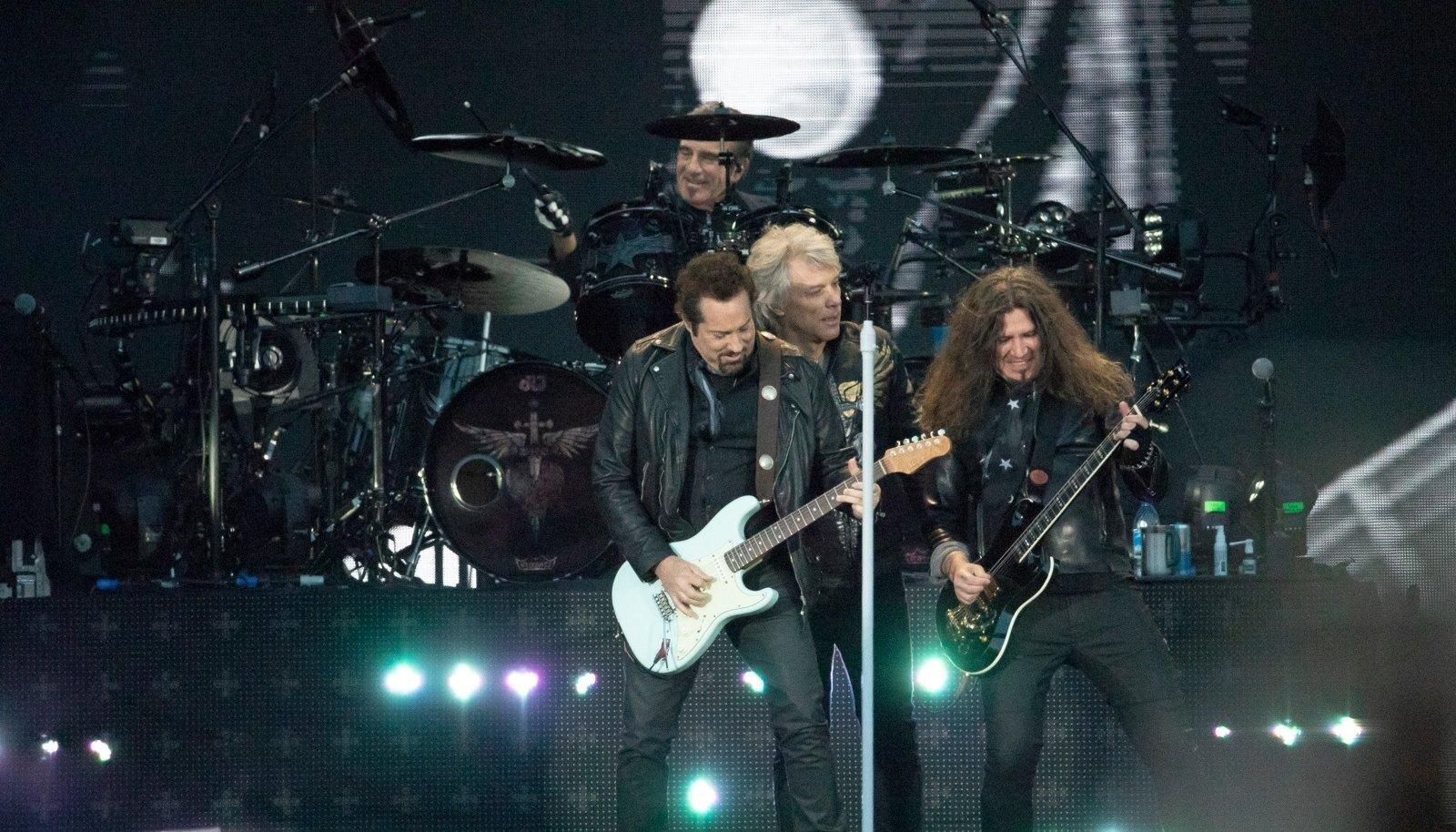 LÄKS LIBEDALT: Bon Jovi kontserti käis Tallinna Lauluväljakul kuulamas enam kui 40 tuhat inimest.