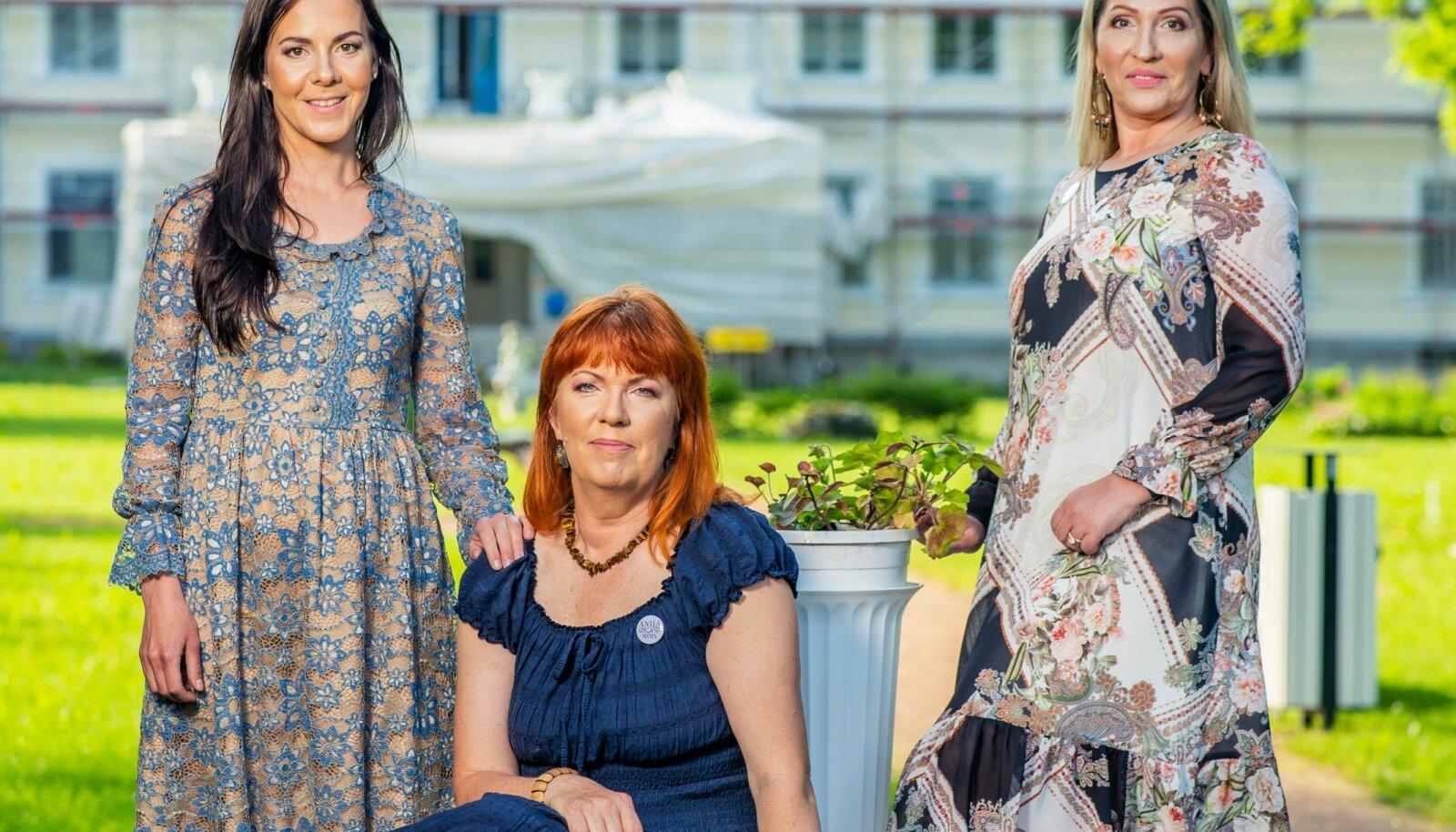 Kui Anija mehed kogusid 170 aastat tagasi kuulsust Tallinnas käiguga, siis hakkajad naised Kadri Raudkivi (vasakult), Sirje Jõhvik ja Janne Kallakmaa tahavad muuta tõmbenumbriks Anija mõisa.